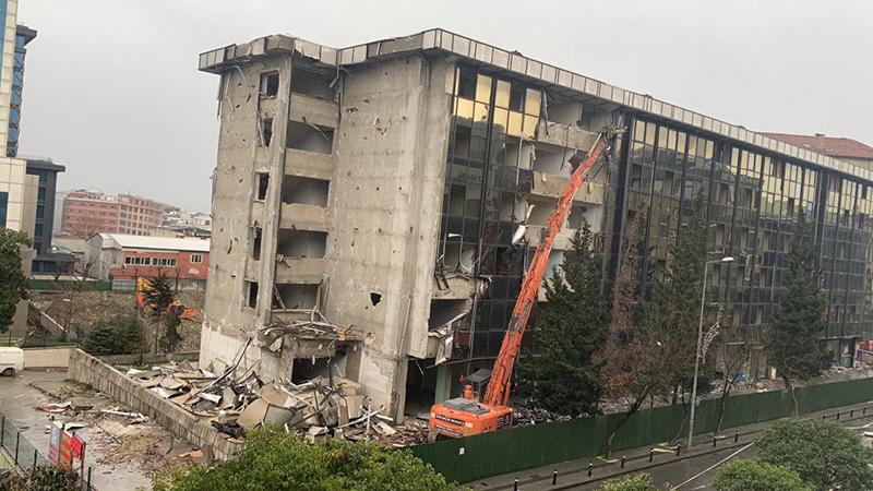 Eski kaymakamlık binası yıkılıyor